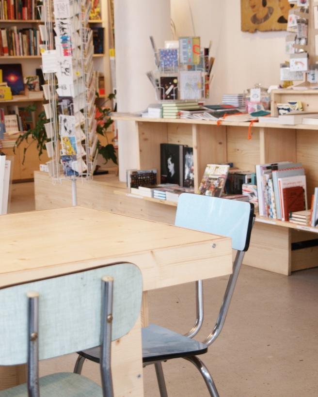 la régulière café librairie paris goutte d'or rue myrha