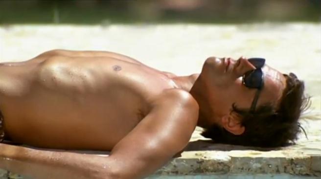Alain delon scène la piscine lunettes vuarnet