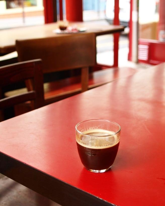être matinal café