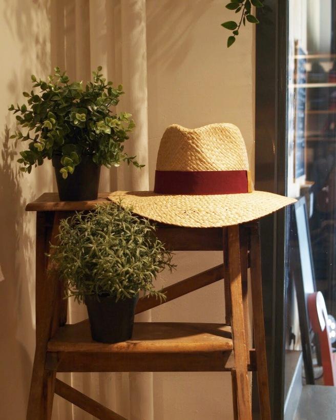 cerise-chapeau-panama